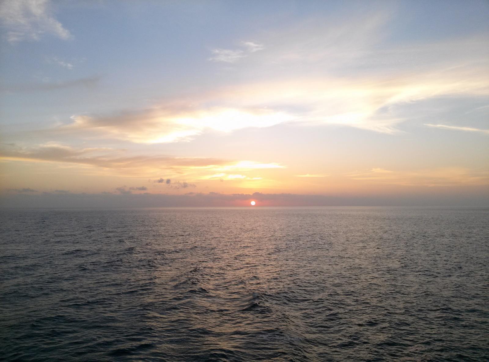 本船から撮影したフィリピン沖